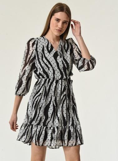 NGSTYLE Kadın Zebra Desenli Kruvaze Elbise NGKSS21EL0032 Beyaz